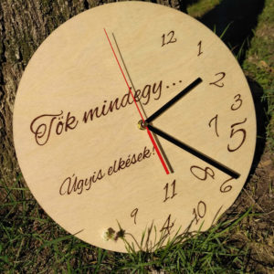 Tökmindegy falióra - ajándék későknek